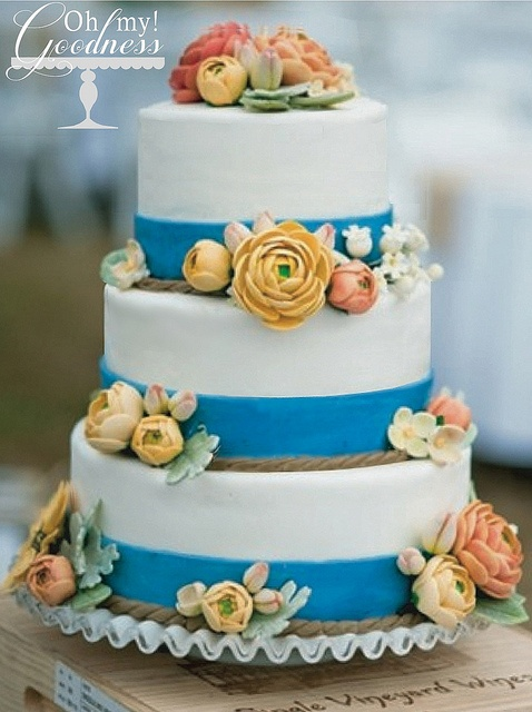 vintage wedding cake with ranunculus by ohmy!goodness, via Flickr