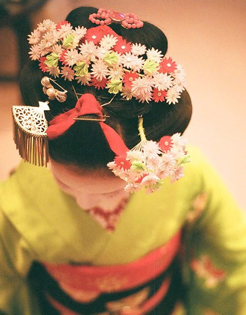 Japanese hair accessory for kimono, Kanzashi ?