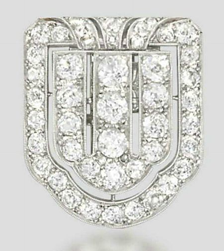 AN ART DECO DIAMOND CLIP BROOCH   Designed as a pierced plaque mounted with a series of circular-cut diamonds, circa 1930, 2.6cm long