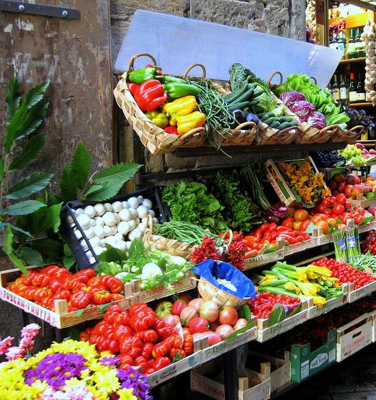 Fresh fruit & veg market, Italy