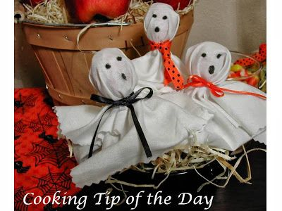 Cooking Tip of the Day: Tootsie Pop Ghosts.. so cute and easy to make!