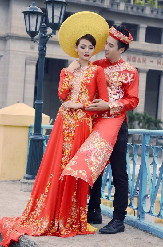 Vietnamese Wedding Dress.       ///////.     Vietnamese/English wedding invitation @ www.ThiepCuoiCali....        ///////////.