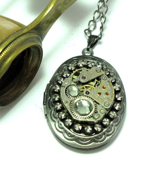 Locket and rhinestones necklace by Mystic Pieces #steampunk #jewelry #mysticpieces #etsy