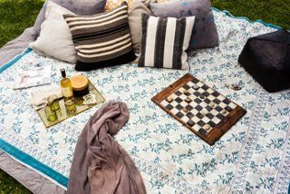 Summer picnic with a vintage twist...swoon.