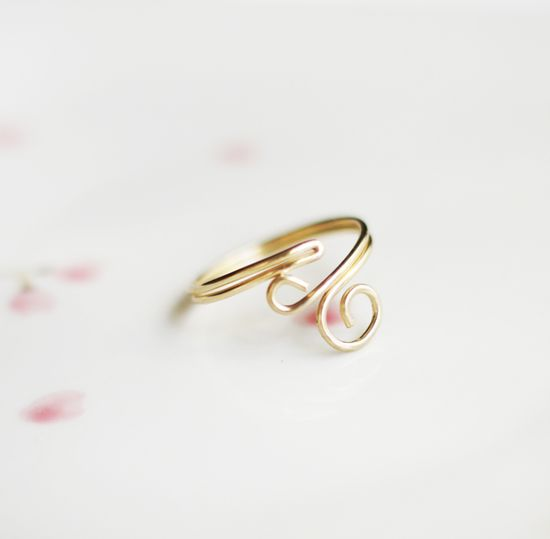 I've always wanted to learn how to make wire rings but I didn't know where to start. Great DIY! #DIYJewelry