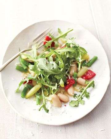 3 bean salad with arugula and bell pepper