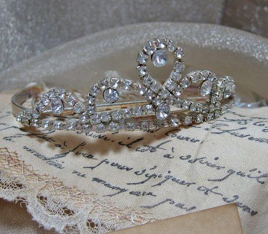 vintage tiara ?