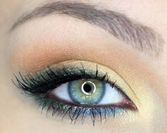 Eye makeup for blue or green eyes.