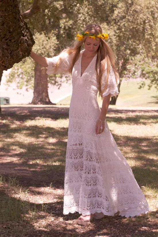 "Vintage Looking Wedding Dress White Crochet Lace Sleeves Bohemian Hippie Bride - ""Willow"".  .... omg soooo gorgeous"