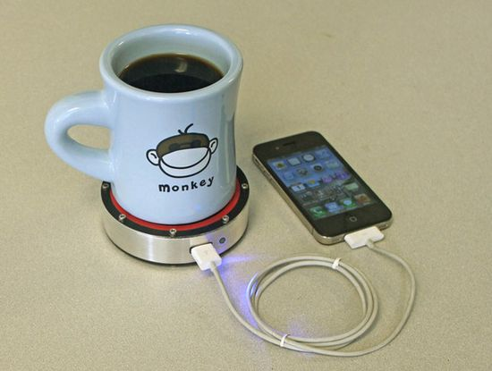 Epiphany One Puck charges your phone using heat transfer. Apply heat (hot beverage) to red side or cold (frosty brew) to blue side...charge phone.