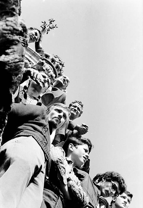 © Michel Baron Sur la statue de la République, Mai 68, Paris. Sur la statue de la République