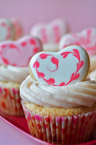 Charmingly pretty sugar cookie heart topped Strawberry Valentine's Day Cupcakes. #food #cooking #hearts #baking #cupcakes #sugar #cookies #Valentines_Day #Valentines