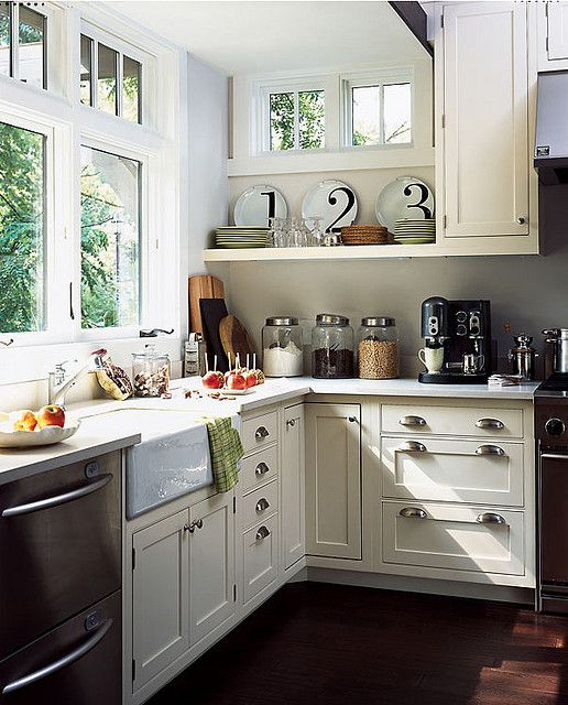 Farmhouse kitchen.... Sink. Love the plates.
