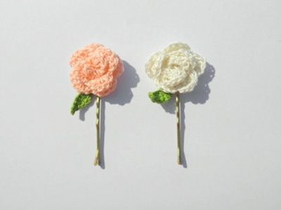 How beautiful are these DIY hair pins.