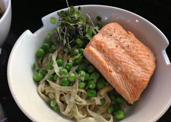 Elixir Kitchen: Gettin' Yummy with Noodles and Salmon