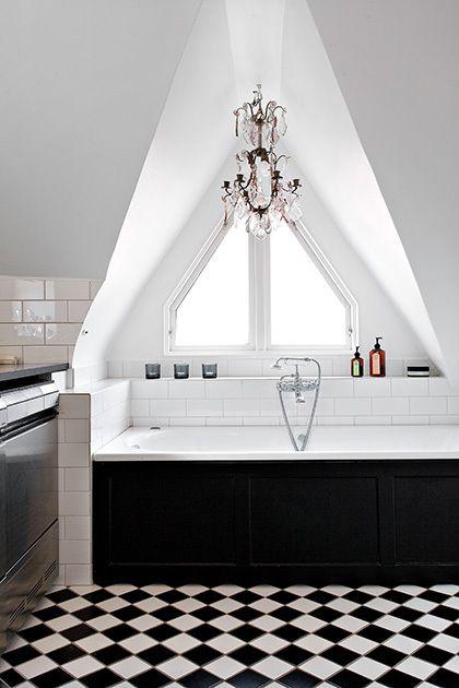 ? black & white bathroom
