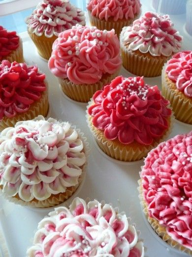 beautiful pink flower cupcakes