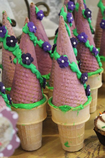"""Ice Cream """"Towers"""" at a Rapunzel Birthday Party #rapunzel #party"""