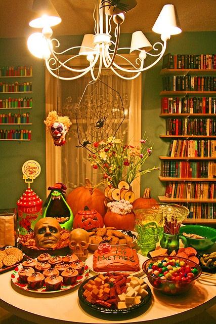 halloween table!