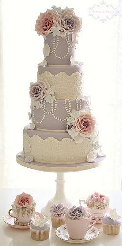 vintage English wedding cake :)