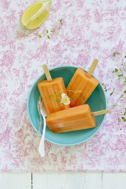 Paletas de Melón (melon ice pops)  foodandcook.net