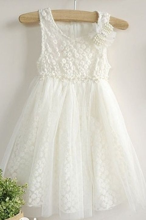 What a beautiful dress for a precious flower girl x