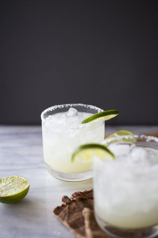 how to make the perfect margarita on the rocks.