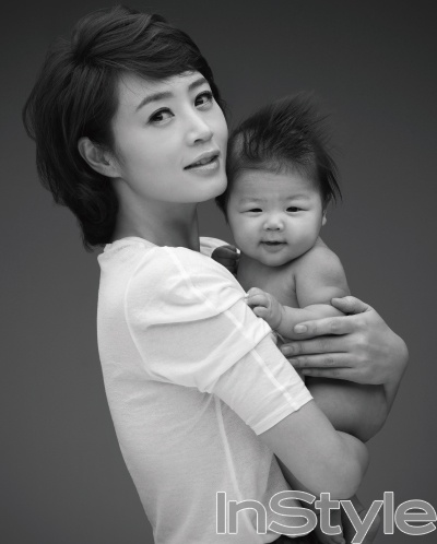 Kim Hye Soo with baby up for adoption.