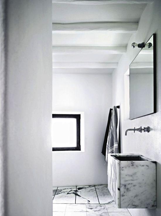 House Tour : Ingrid Bergman's former residence~Marble bathroom.