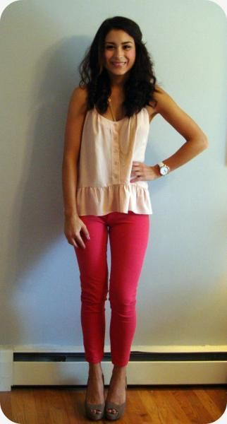 my adorable chic of the week: love her fun colored denim and peplum tank