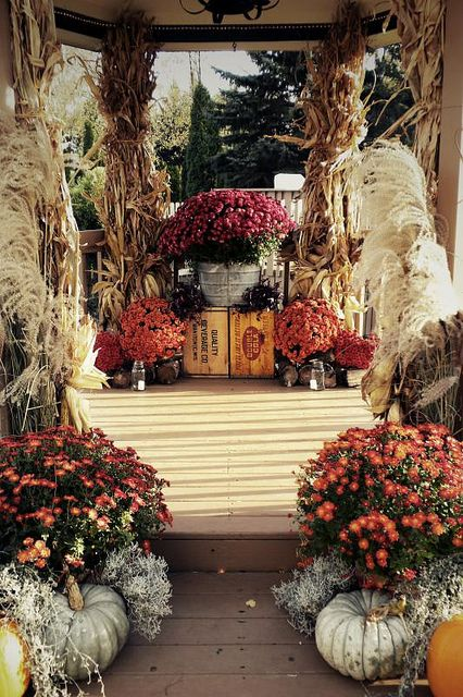 Exactly what I am looking for in a Fall wedding decor