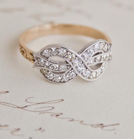 Diamond Bow Ring / Erica Weiner