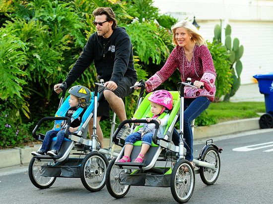 so want one of these...hate having the kiddo behind you!