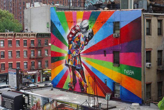 Couple Kissing in Times Square on V-J Day Mural by Eduardo Kobra