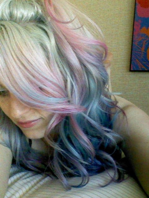 Love the pastel end on her hair so cute x