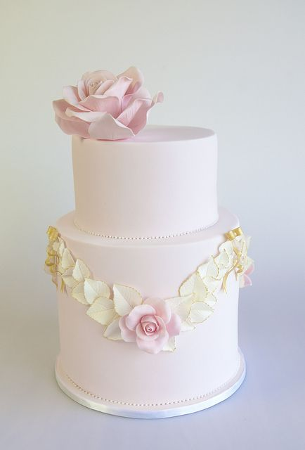 Just love the delicate style of this cake.