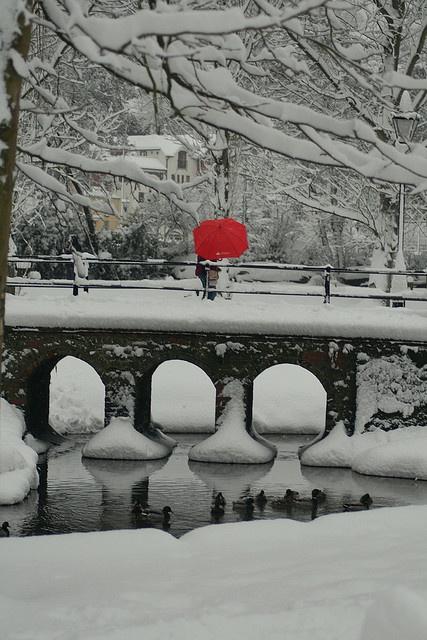 Red umbrella by Dorotski on flickr