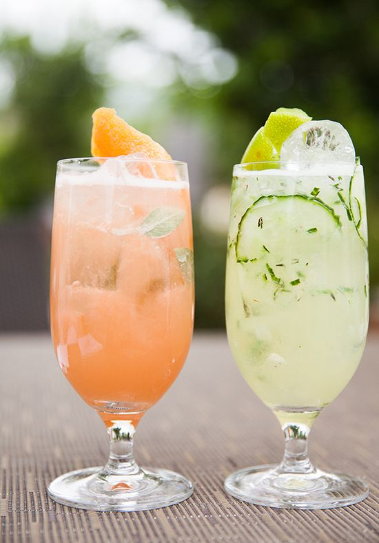 Sparkling Peach-Berry Cobbler Drink Recipe | Courtesy of The Ritz-Carlton Lodge at Reynolds Plantation | Non-Alcoholic Healthy Drink Recipes | Photos by @Robin Jolin Photography | Organic Spa Magazine