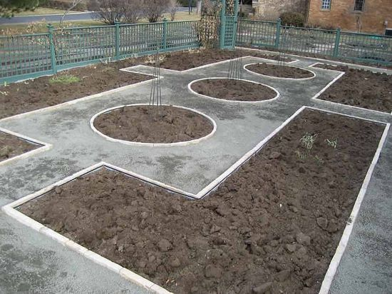 building a potager garden  - nice layout