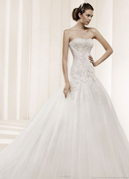 I don't normally go for tulle, but the bodice on this gown is GORGEOUS