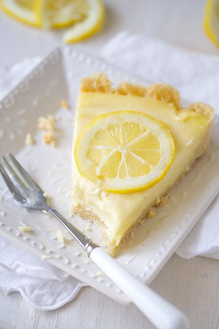 This would make for such a lovely springtime Sunday brunch dessert: Creamy Lemon Tart. #food #lemon #tart #pastry