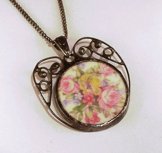 Broken china necklace with filigree