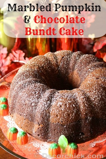 Delicious Marbled Pumpkin and Chocolate Bundt Cake from Decorchick. #pumpkin #cake #Chocolate