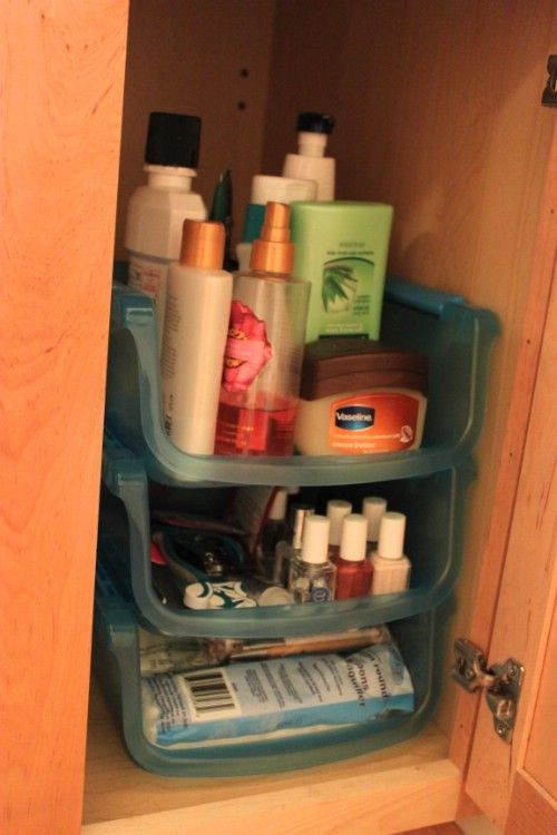 Did you know that you can organize your entire bathroom with just one trip to the Dollar Store, and for less than $20? You just need to decide what needs storing and pick up a few baskets, totes and other items. Baskets are great for keeping shaving supplies, shower gels and soaps and other items organized. : Thecrazycraftlady