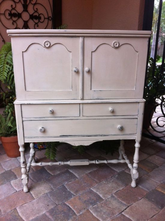 Shabby Chic Antique Dresser or Cabinet (old ochre)