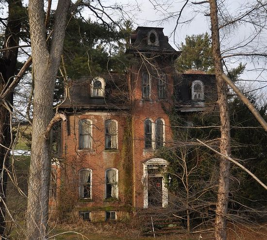 Incredible abandoned house in Pennsylvania. Built in 1870, it's sat empty for decades. Who lived here? The Addams Family?  LOVE old maybe even haunted houses :)