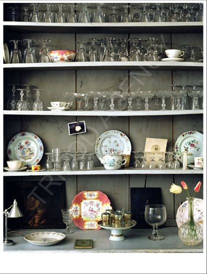 I really adore the color of the cupboard, a bit of a grey green