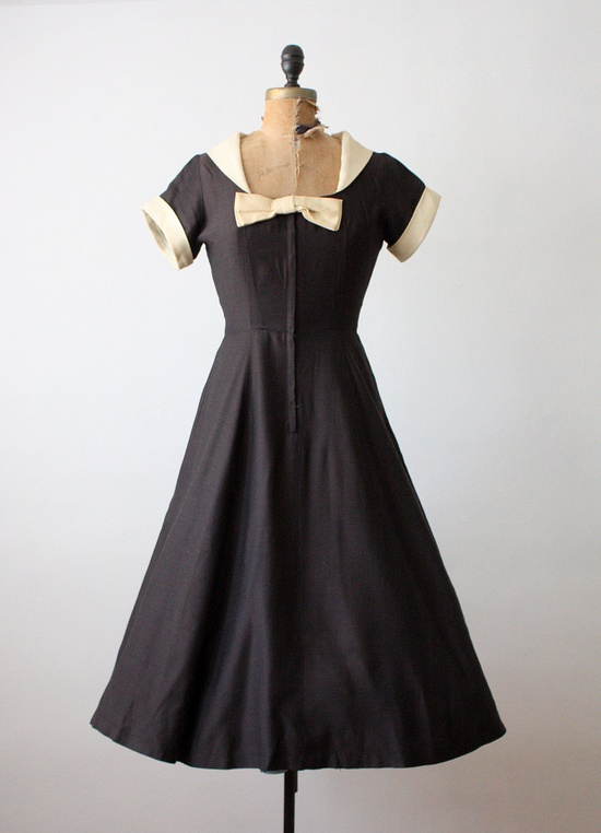 fabulous 1950s dress. I love vintage pieces like this!