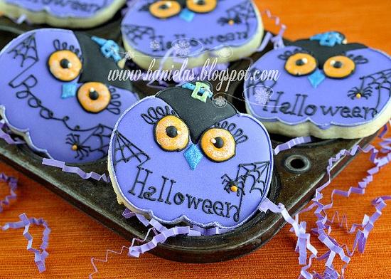 Wonderfully adorable Halloween Pumpkin Owl Cookies. #cute #decorated #cookies #Halloween #food #baking #dessert #pumpkin #purple