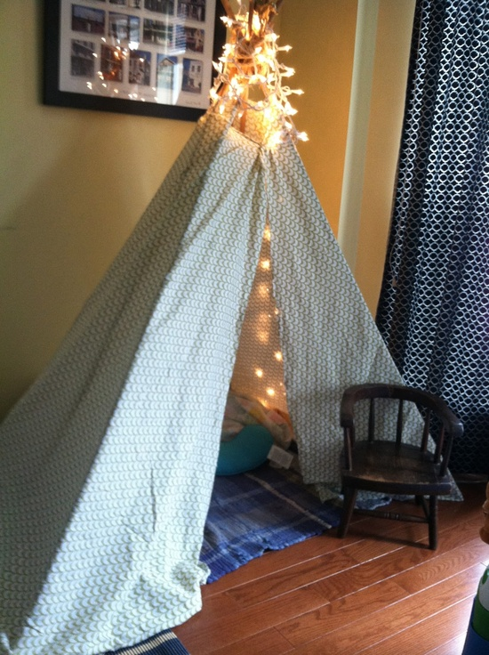 DIY teepee in 15 minutes. Soo easy & no-sew!